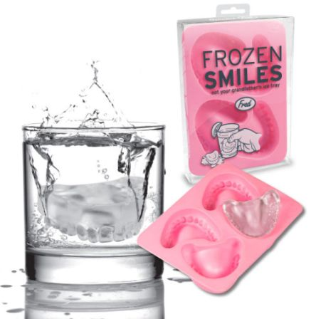 Ice cube form that makes cubes shaped like false teeth
